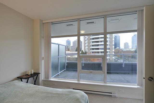 Metrotown最佳地段2房2卫钢筋水泥公寓