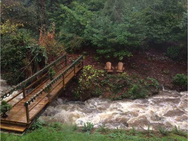 西温别墅土地上有溪流怎么办