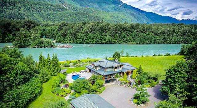 Squamish六英亩河边庄园